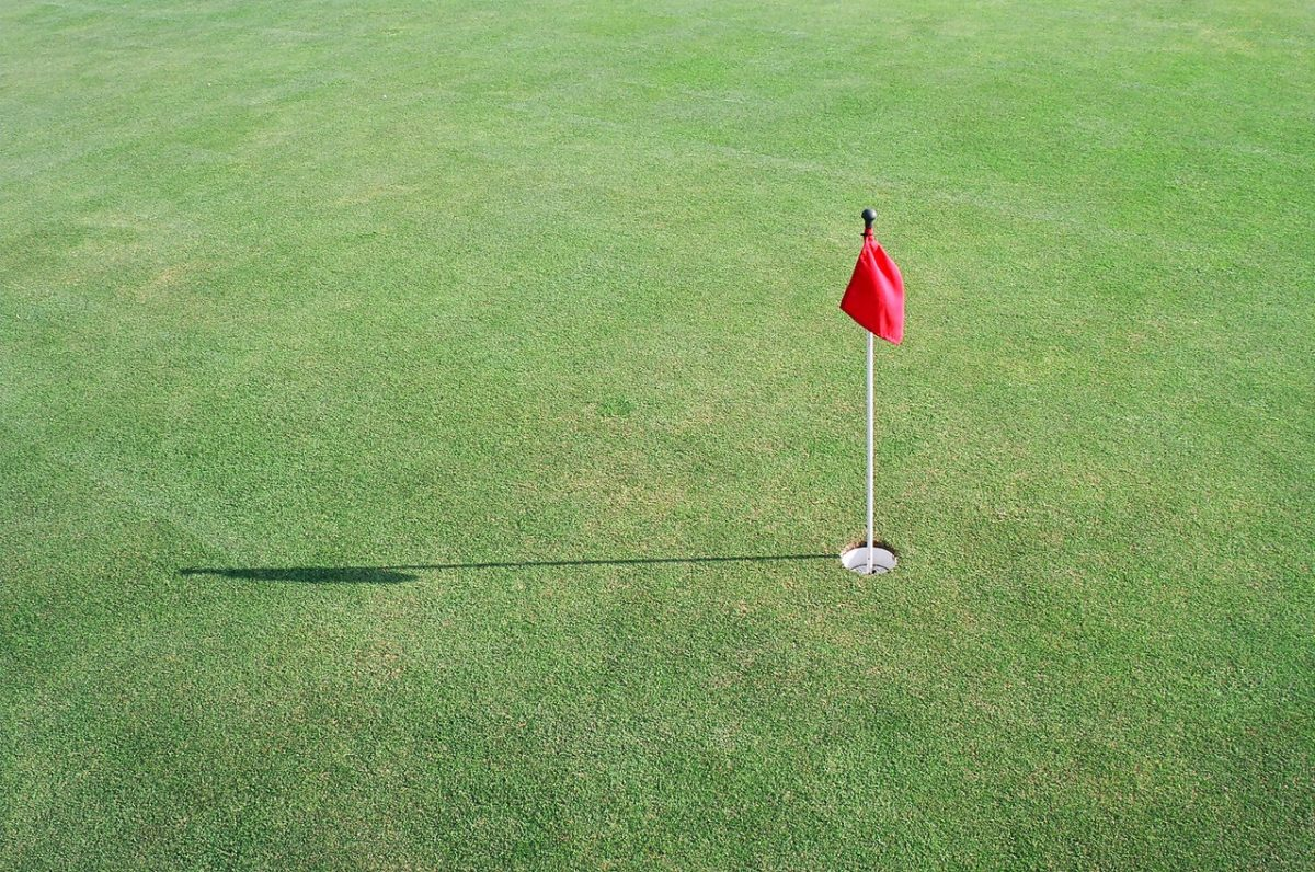 A lonely golf flag.