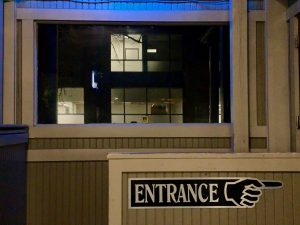 """a sign pointing to the right that reads """"entrance"""""""