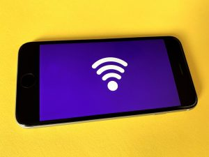 a smart phone displaying a wifi icon